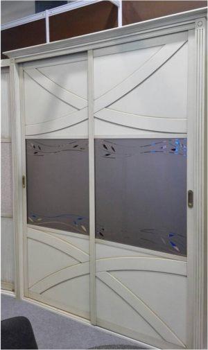 Классический шкаф купе с эксклюзивным декором Анапа