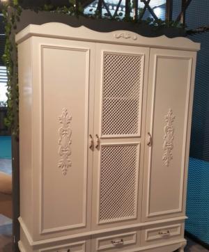 Распашные двери с декоративными накладками Анапа